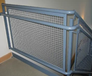 crimped-woven-wire-mesh-fence.jpg